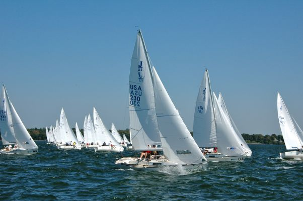 J22 Regatta Sailing